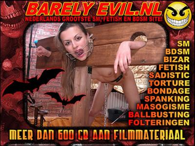 De meester bind haar borsten op als varkensrollade en slaat op haar kontje met riet!