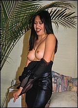 Geile asian meisjes spelen met hun krappe kutjes.
