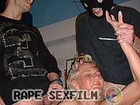 rape,verkracht,verkrachting,groepsex,gedowngensex,gedwongenseks,rapeseks,tegen haar wil,onder dwang neuken